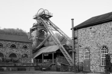 hen ffotograff du a gwyn o'r Pyllau Glo / old black and white photograph of the colliery
