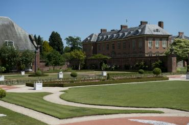 exterior image of Tredegar House and gardens